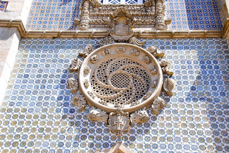 parede de azuleijos tipicos portugal