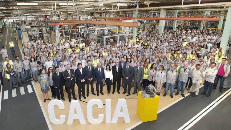 Team in Cacia celebrating Renault's investment