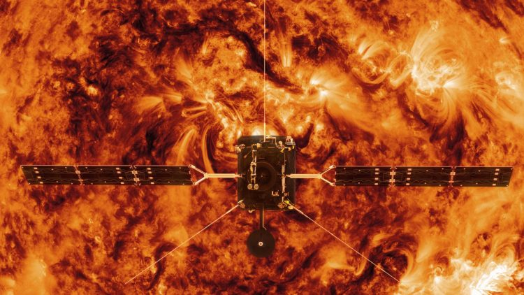 Solar Orbiter facing sun